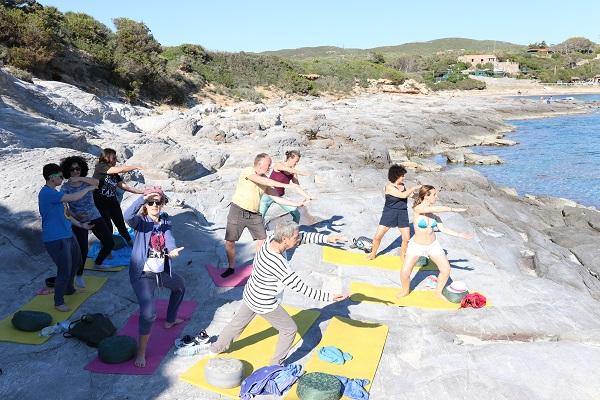 mindfulnessreizen in een groep op sardinie
